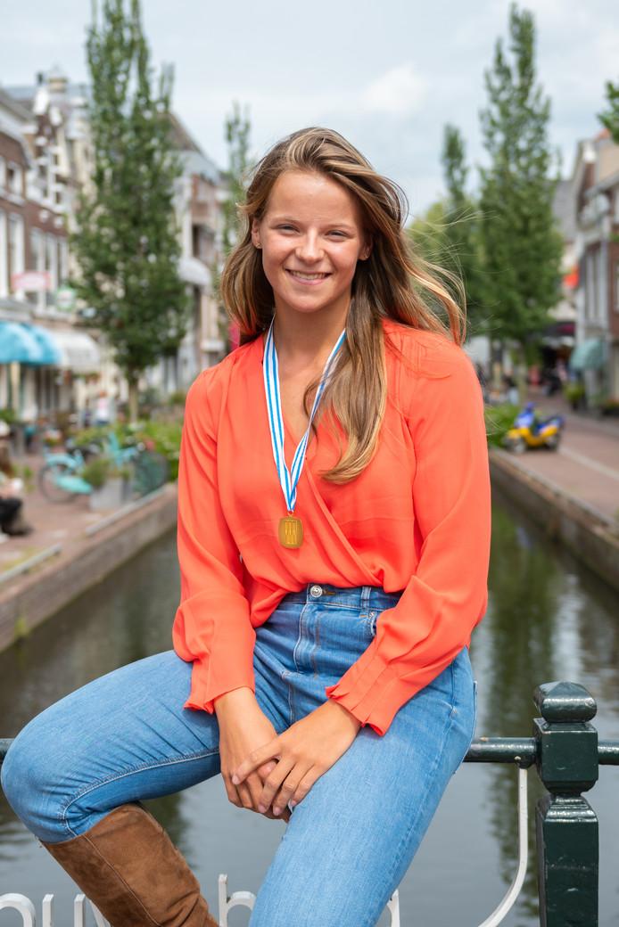 Lisa Bruijnincx met haar gouden WK-medaille.