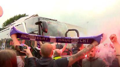 Anderlecht-fans verwelkomen in zinderende sfeer spelersbus