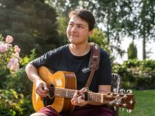 Alleen de buren genieten nu van Dennis' gitaar: 'Wil snel weer naar Berklee, het is magisch om daar te zijn'