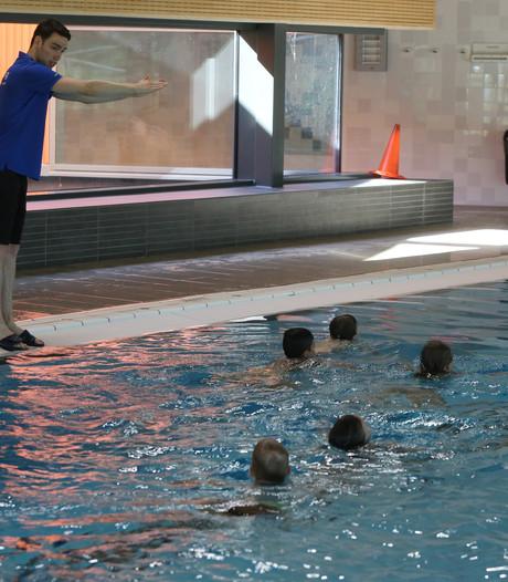Voorstel voor buitenzwembad met glijbaan in Zutphen