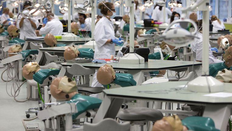 Foto: anp - De tandheelkundige faculteit van de Universiteit van Amsterdam. Beeld