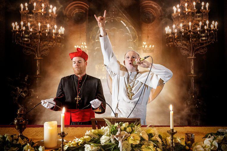 Wat als de paus te modern was? Bruno Vanden Broecke en Jeroen Perceval geven het antwoord.