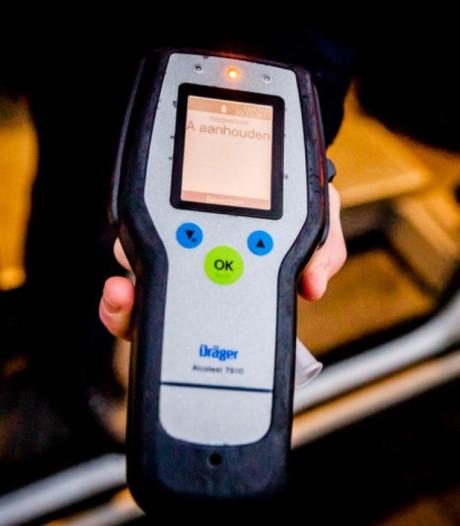 Rijssenaar (58) raakt rijbewijs tijdelijk kwijt na rijden onder invloed