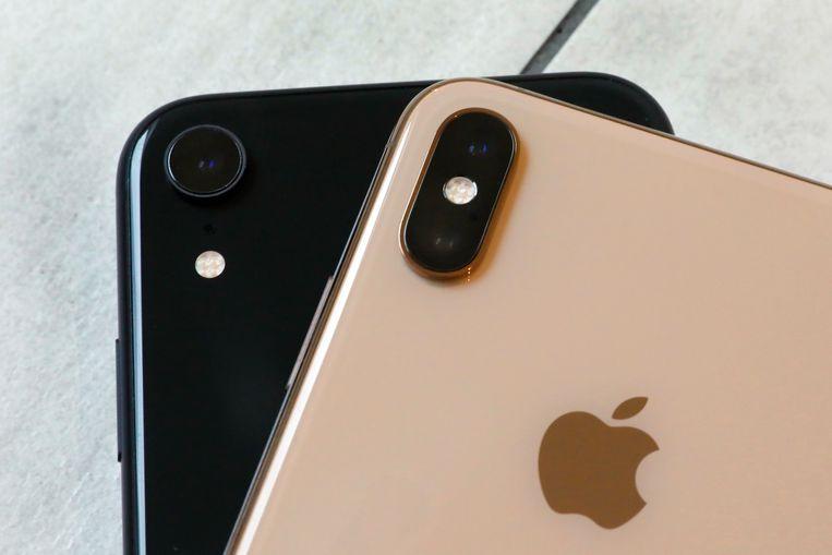 De iPhone XR, met één cameralens, en de iPhone XS Max, met twee lenzen.