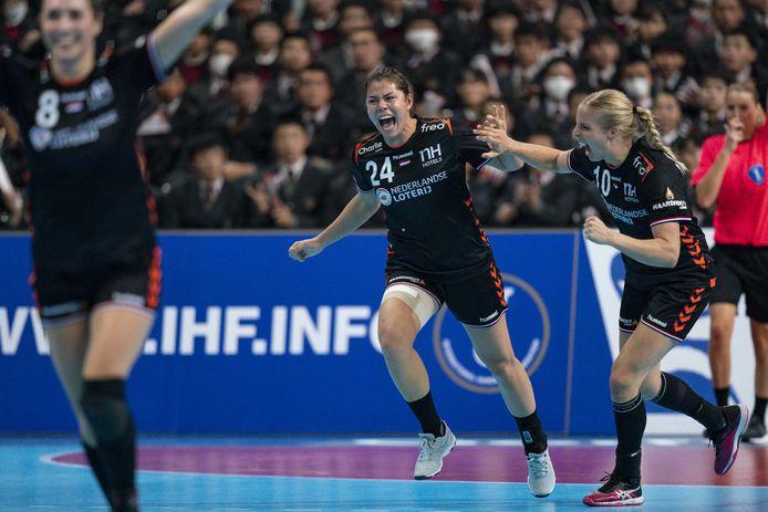 Martine Smeets (24) schreeuwt het samen met Danick Snelder uit als Oranje op een grotere voorsprong komt tijdens het WK in Japan.