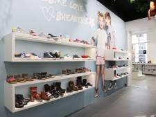 Straatbeeld: Nog altijd kinderschoenen: Shoesme open in pand Piccolino