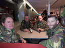 Reservist Gerrit (links) moest vannacht nog een viertonner ophalen.