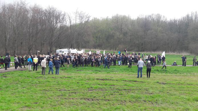 De demonstranten bij de Oostvaardersplassen.