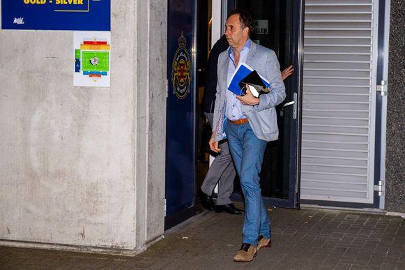 Na een spoedvergadering gisteravond bij Waasland-Beveren, verlaten voorzitter Huyck en financieel directeur Swolfs het stadion.