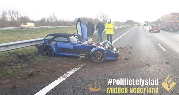 De sportwagen raakte behoorlijk beschadigd.