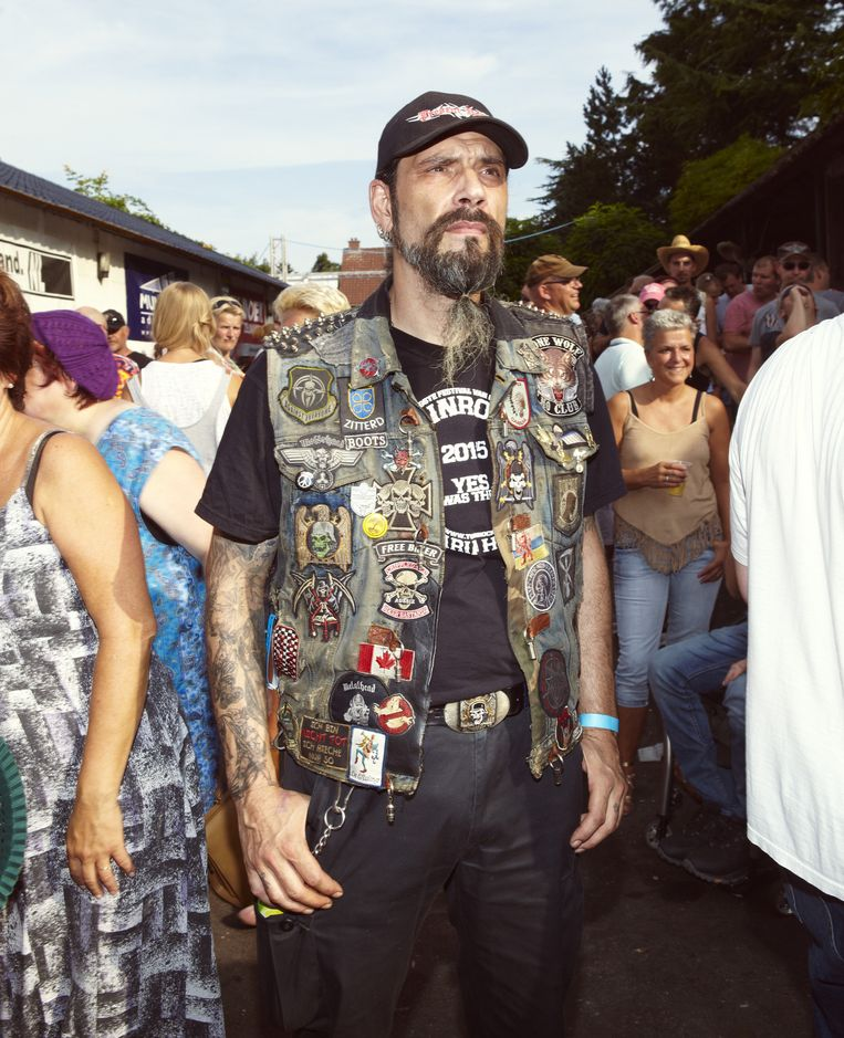 Een bezoeker tijdens het festival Tuinrock in het Limburgse Maria-Hoop. Beeld Daniel Cohen