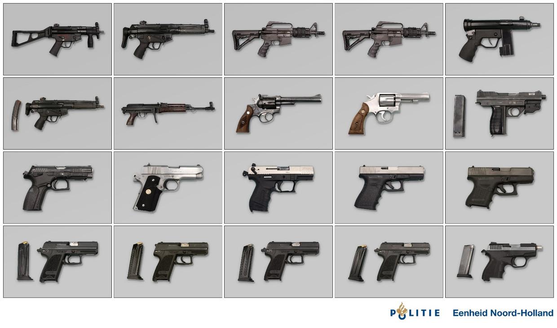 De wapens die in de garagebox in Hoofddorp werden aangetroffen. Beeld Politie