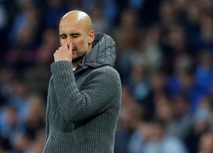 Pep Guardiola ergert zich langs de zijlijn bij Manchester City - Tottenham Hotspur.