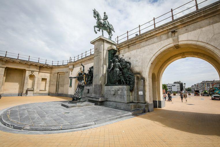 Het ruiterstandbeeld van koning Leopold II aan de Drie Gapers in Oostende.