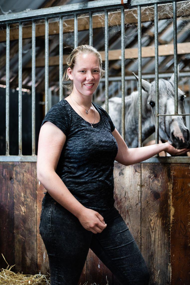 Maaike Hadderingh, paardenarts met een eigen praktijk in Peize, Drenthe.  Beeld Katja Poelwijk