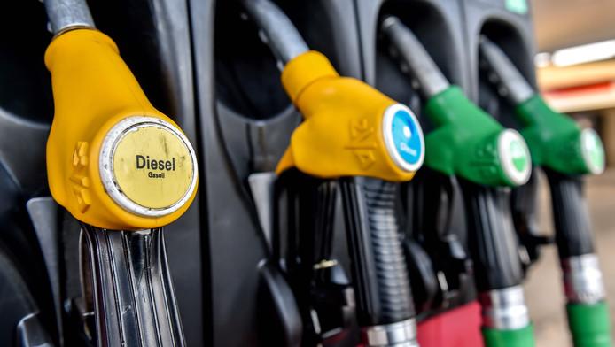 Les automobilistes prenant la route du soleil seront inspirés de se ravitailler au Luxembourg. Sur un plein de 50 litres de diesel, il est possible d'économiser 20,60 euros par rapport à la Belgique.