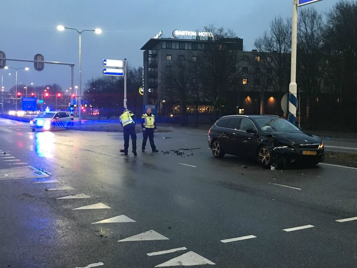Op de Europalaan vond een fikse botsing tussen twee auto's plaats.