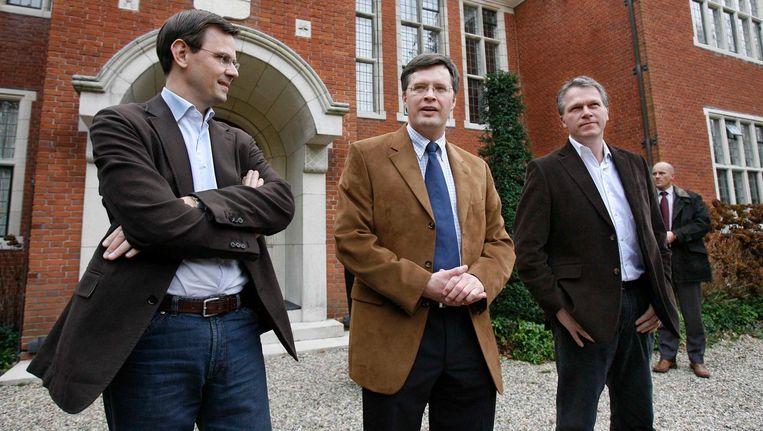 Andre Rouvoet (l), Jan Peter Balkenende en Wouter Bos voor de Zwaluwenberg in 2007. Beeld null