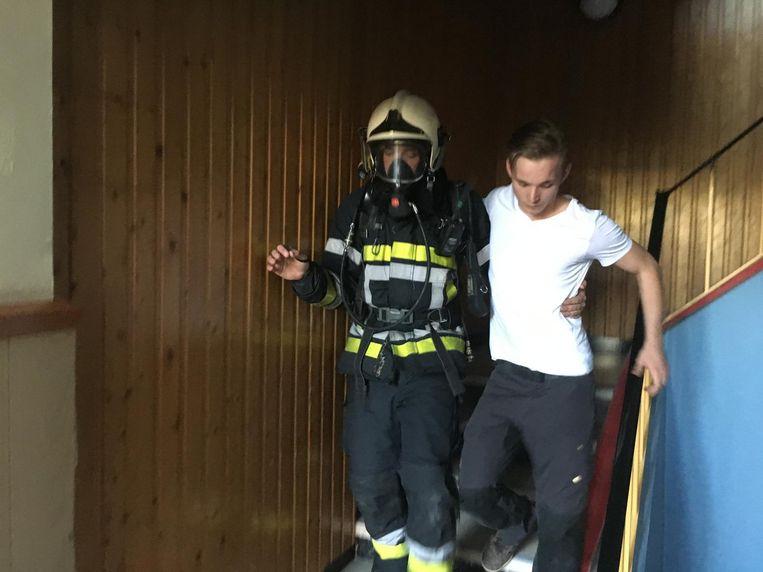 De gewonde leerlingen werden geëvacueerd door de brandweer.