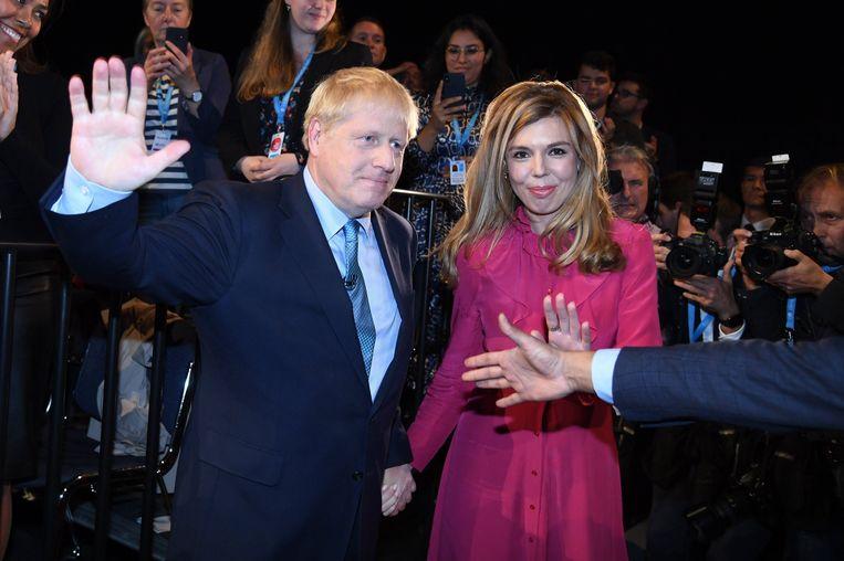 Boris Johnson en zijn verloofde Carrie Symonds.  Beeld Photo News