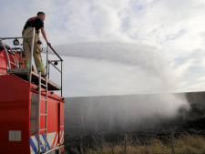 Veel rook bij flinke dijkbrand bij Ouwerkerk