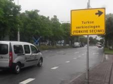 VVD: 'Borden langs weg in Turks zijn niet normaal'