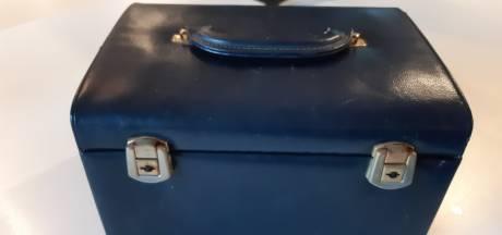 Politie zoekt eigenaar van mysterieus Beeks juwelenkistje met hangers in vorm van Y en M