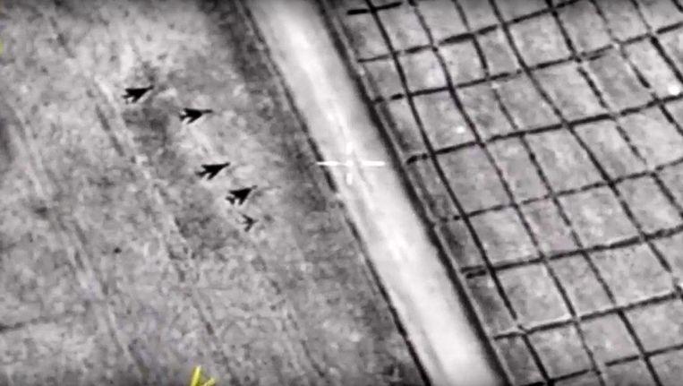 Gevechtsvliegtuigen op Al-Shayrat na de Amerikaanse aanval. Beeld AFP