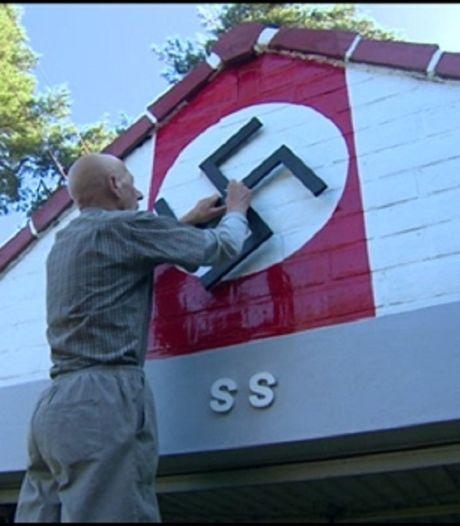 Il décore sa maison avec des croix gammées