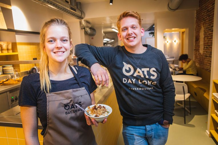 Anse en Ewout Vanmassenhove baten samen havermoutbar Oats Day Long op de Nederkouter uit. Ze zijn niet te spreken over de actie van de politie.