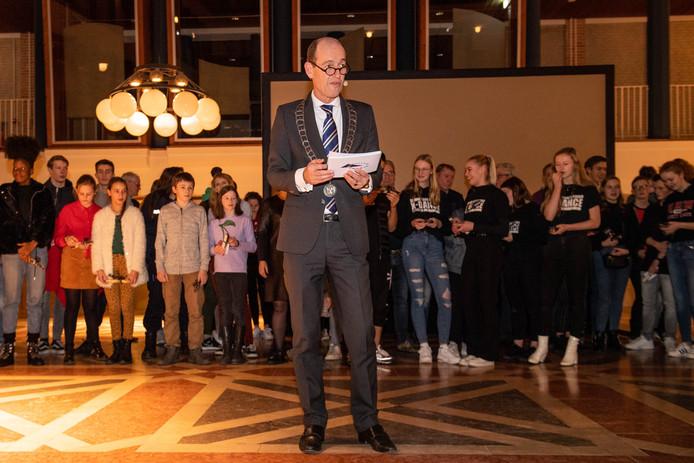 TT-2020-000149 - HENGELO - Tientallen Hengelose talenten worden gehuldigd tijdens de officiele nieuwjaarsbijeenkomst van de gemeente door burgemeester Sander Schelberg. EDITIE: HENGELO FOTO: Lars Smook LS20200109