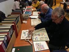 Verzamelaars naar Emmeloord voor postzegelbeurs