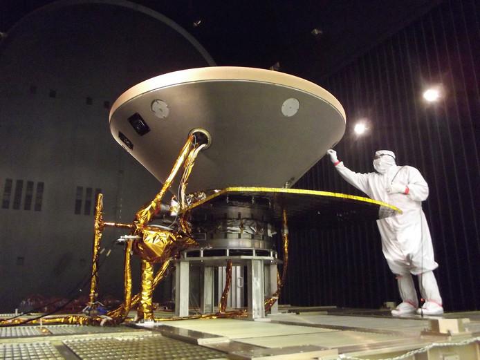 De capsule waarin InSight afdaalt op Mars lijkt sterk op die van de Apollo-missien in de jaren zeventig.