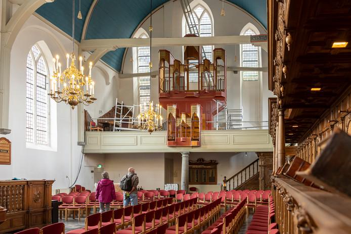 Het Marcussenorgel wordt gerestaureerd. Toch blijven de bezoekers de kerk aan het Havenplein binnenstromen