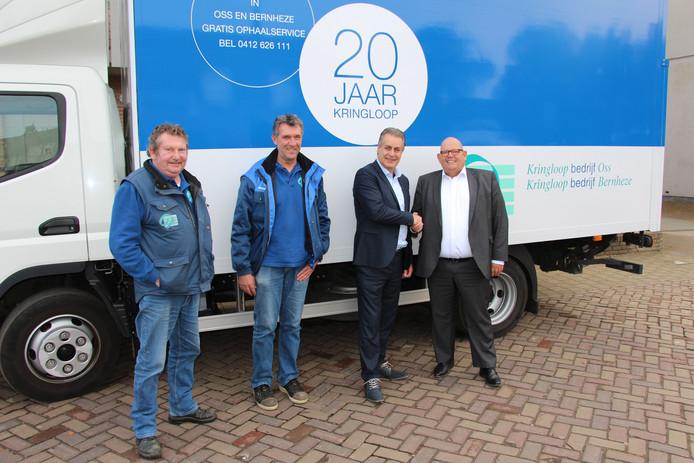 Als een soort voorproefje arriveerde een vrachtwagen van de Stichting Kringloopbedrijven Maasland bij het gemeentehuis in Zeeland voor een speciaal fotomoment.