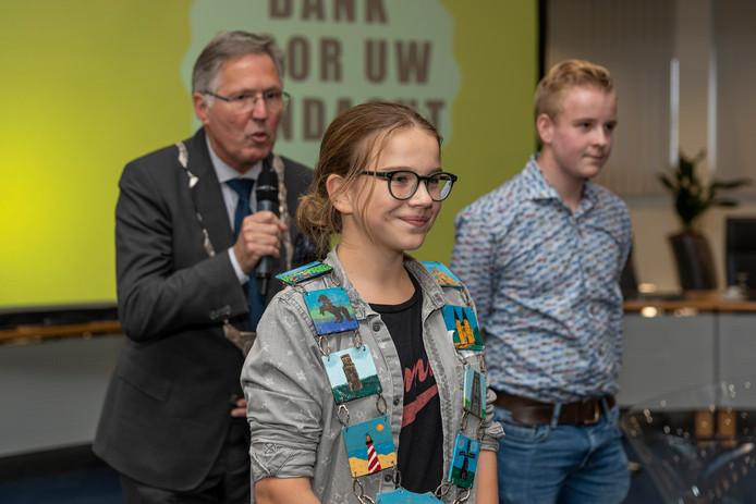 Josefien van der Meer met haar voorganger Stan van der Wekken en burgemeester Gerard Rabelink.
