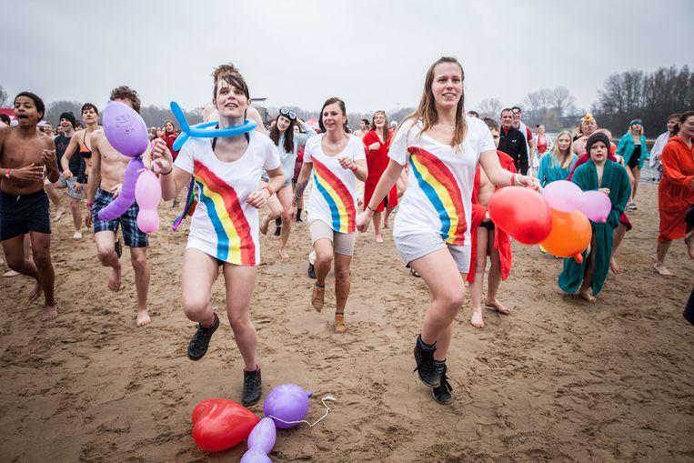 Zondag kan je gaan bibberen en dansen tijdens de bibberduik in de Gentse Blaarmeersen.