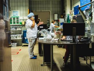 """190 geneeskundestudenten springen vrijwillig bij op corona-afdelingen UZ Gent: """"Goede reden om buiten te komen en met mensen te praten"""""""