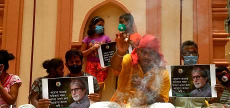 Besmette Indiase superster vraagt niet in paniek te raken als coronavirus uit de hand loopt