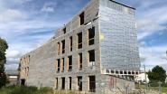 Zijgevel kantoorgebouw in opbouw stort neer