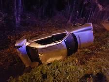 Auto over de kop bij eenzijdig ongeval op A35 bij Borne