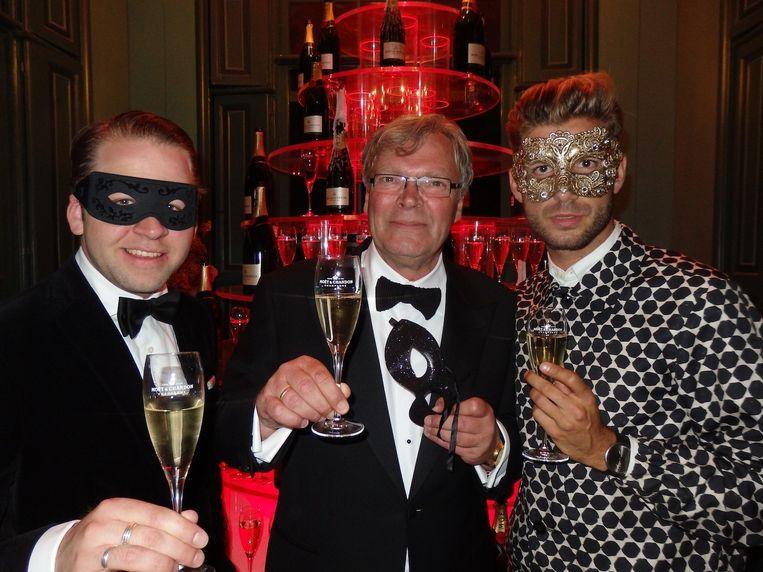 Florian Rottmann en Bob Bron van Moët Hennessy, en Martijn Nekoui (vlnr), creatief brein van dit feest. Beeld Schuim