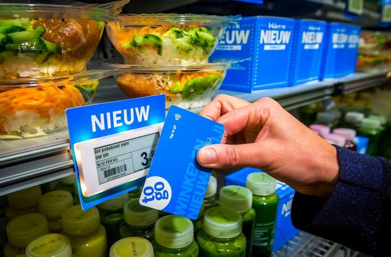 Kassaloos winkelen is een van de nieuwe functies van Albert Heijn. Voorlopig kan dit nog alleen in de AH To Go's op Amsterdam Centraal, UMC Amsterdam, en het hoofdkantoor van Ahold Delhaize. Beeld ANP