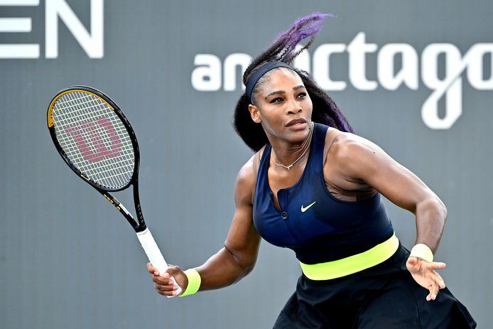 Serena Williams in actie tegen haar zus Venus.