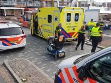 Vrouw met scootmobiel rijdt mensen en stellingen omver op Alblasserdamse markt