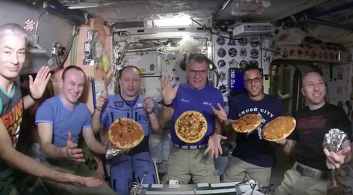 Astronauten in ruimtestation ISS bakten een pizza met Goudse kaas.