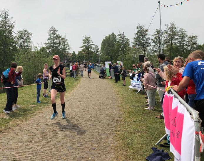 Amy Rokx op weg naar de zege in de Terheijdenloop.