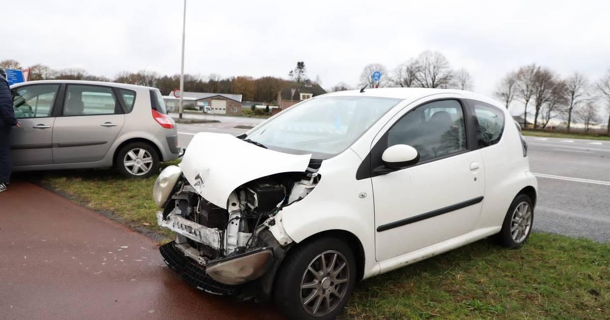 Auto loopt flinke schade op bij botsing in Dongen.