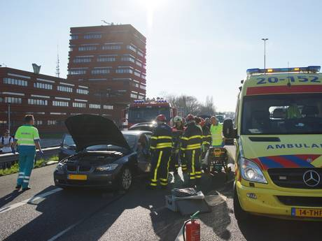 VIDEO: A59 bij Waalwijk afgesloten na groot ongeluk