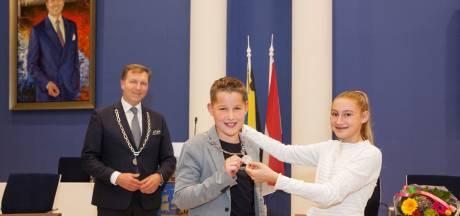 Kinderburgemeester Hugo (11) officieel geïnstalleerd door Veenendaalse raad